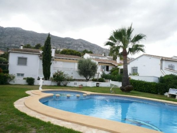 V36 Villa mit 3 Schlafzimmern zu verkaufen mit Meerblick in Las Rotas, Denia - Foto