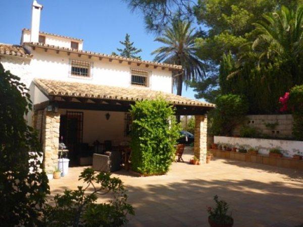 VP53 Villa For Sale in La Jara with 4 Bedrooms - Photo