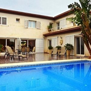 VP128 Villa For Sale in Denia with 5 Bedrooms