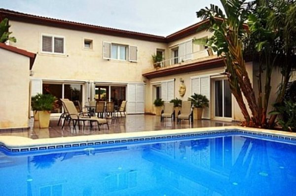 VP128 Villa For Sale in Denia with 5 Bedrooms - Photo