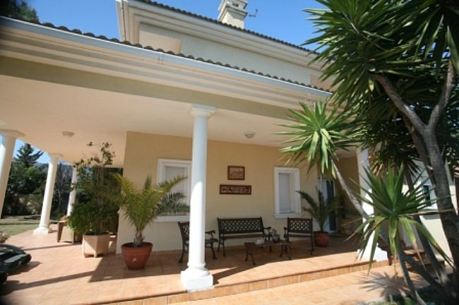 VP130 Villa For Sale in Denia with 4 Bedrooms - Property Photo 3