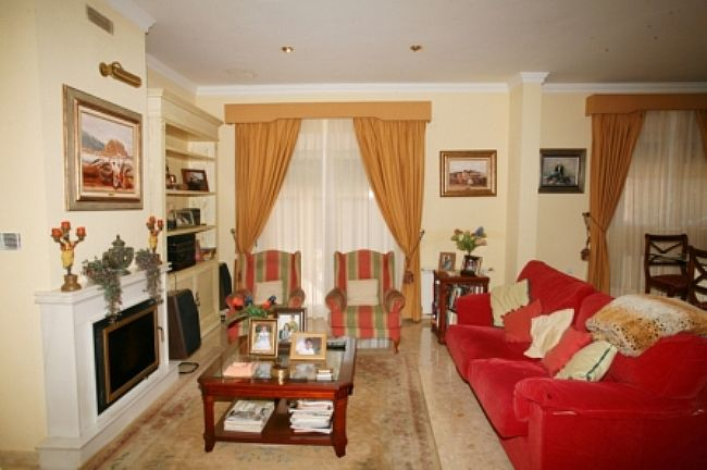 VP130 Villa For Sale in Denia with 4 Bedrooms - Property Photo 4