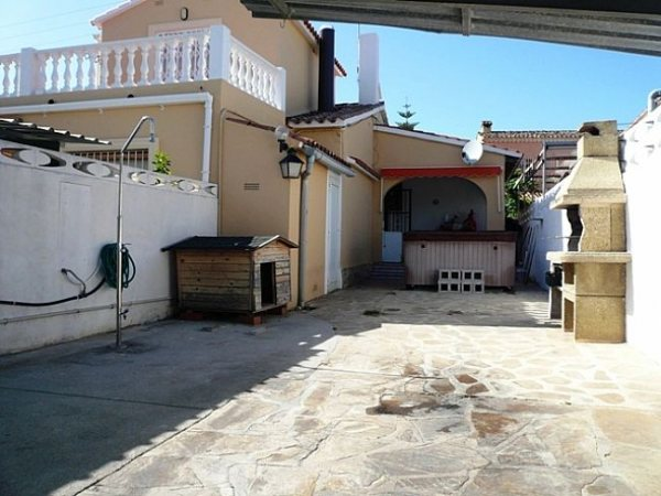 B60 Bungalow For Sale in Denia with 3 Bedrooms - Photo