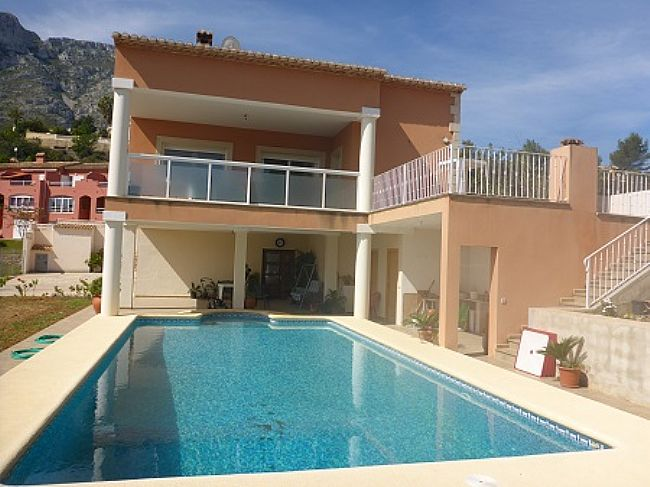 VP29 Villa For Sale in Denia with 5 Bedrooms close to Las Rotas area - Property Photo 2