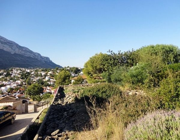 PL03 Plot of land for sale in Denia with views to the Montgó. - Photo