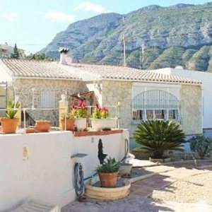 V06 3 Bedroom Villa for sale on the Montgó, with sea views. Denia.