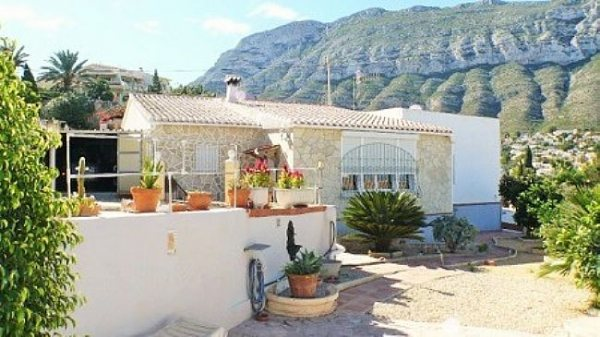 V05 3 Bedroom Villa for sale on the Montgó, with sea views. Denia. - Photo