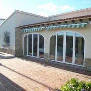 V11 Villa For Sale in Ondara with 4 Bedrooms