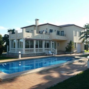 VP118 Villa For Sale in Denia with 4 Bedrooms close to the beach