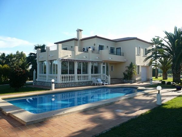 VP118 Villa For Sale in Denia with 4 Bedrooms close to the beach - Photo