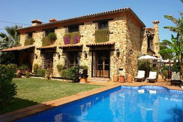VP97 Villa For Sale in Denia with 4 Bedrooms - Photo