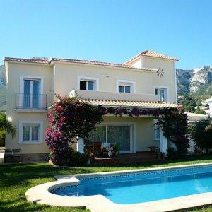 VP84 Villa For Sale in Denia with 5 Bedrooms