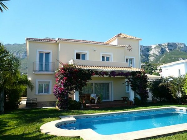 VP84 Villa For Sale in Denia with 5 Bedrooms - Photo