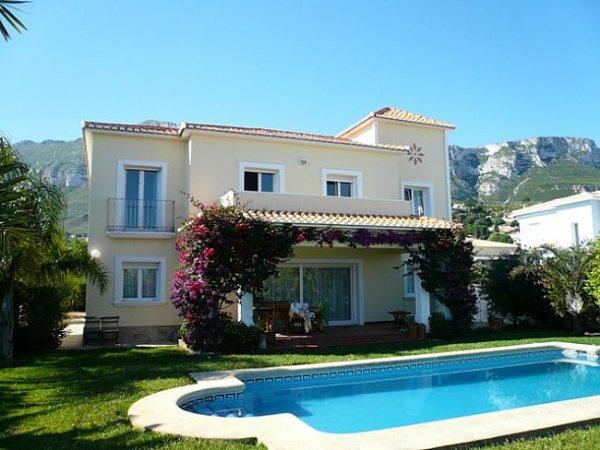 VP84 Villa For Sale in Denia with 5 Bedrooms - Photo
