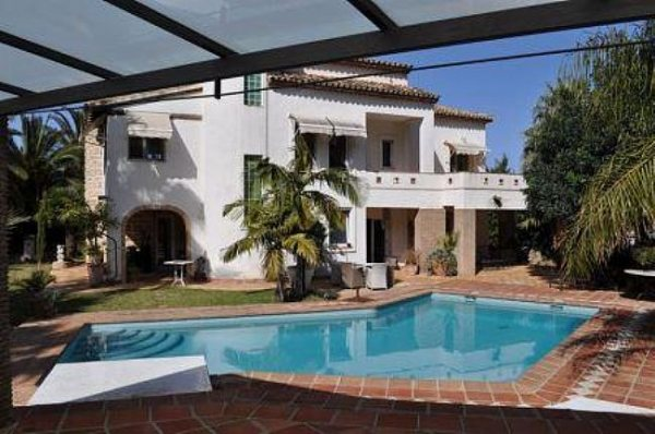 VP30 Luxury Villa For Sale in Denia with 6 Bedrooms - Photo