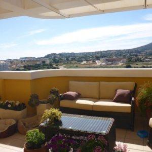 A06 Ático en venta en Denia, Alicante, con vistas al mar y a la montaña.