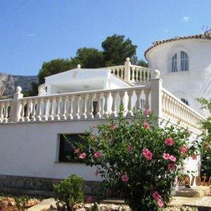 V08 Chalet de 3 dormitorios en venta con vistas al mar, en el Montgó, Denia.