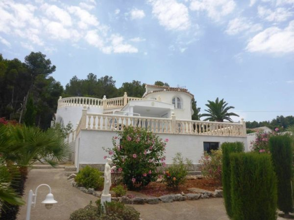 V08 3 Bedroom Villa for sale with partial sea views on the Montgó, Denia. - Photo