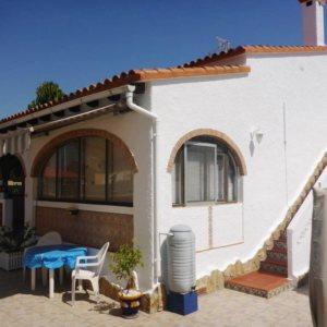 V21 Chalet de 2 dormitorios en venta en Els Poblets, muy cerca de la playa.