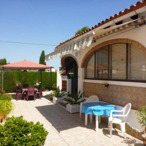 V21 2 Bedroom Villa for sale in Els Poblets , very close to the beach.