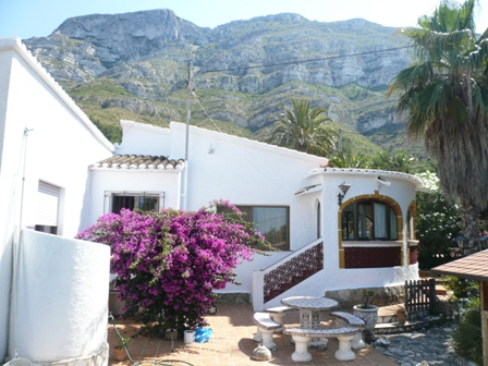 VP24 3 Bedroom Villa for sale with partial views to the sea, on the Montgó, Denia. - Photo