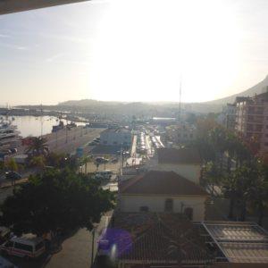 A11    Amplio apartamento para terminar / renovar en venta en el puerto de Denia