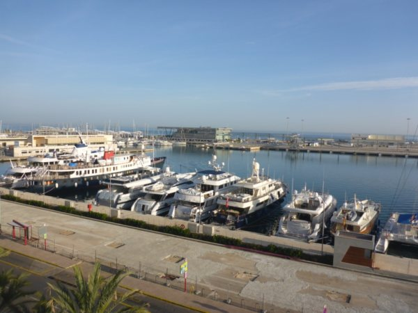 A11    Large Apartment to finish/renovate for sale in the port of Denia - Photo