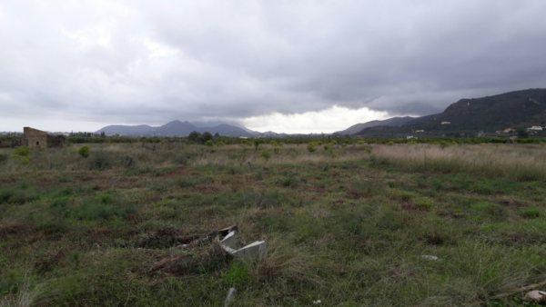 PL17  Parcela en venta en Beniarbeig con casa de campo - Foto