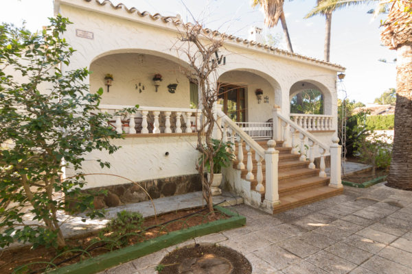 V51  3 bedroom villa with views to the Montgo for sale in Las Rotas, Denia - Photo