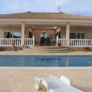 VP36  Chalet de 3 habitaciones con piscina en venta en Pedralba, Valencia