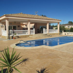 VP36  3 bedroom villa with pool for sale in Pedralba, Valencia
