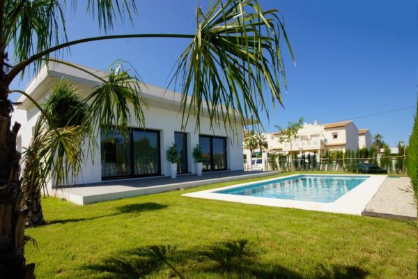 VP64   3 bedroom villa with pool for sale in Els Poblets, Spain - Photo
