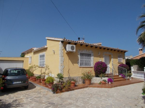VP58    Villa of 3 bedrooms for sale near the Montgó, Denia - Photo