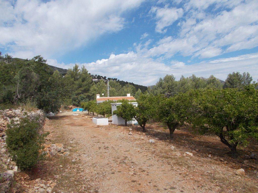 V14 Villa und Grundstück zum Verkauf in Parcent - Objektbild 2