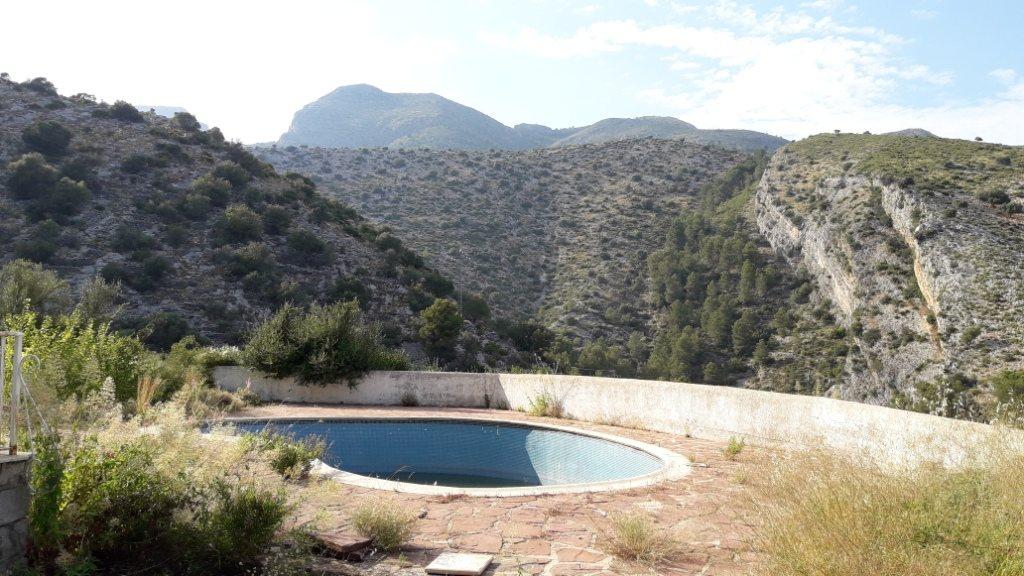 VP96 Villa zum Verkauf mit Blick aufs Meer und die Berge in Vall de Laguar, Alicante, Spanien. - Objektbild 2