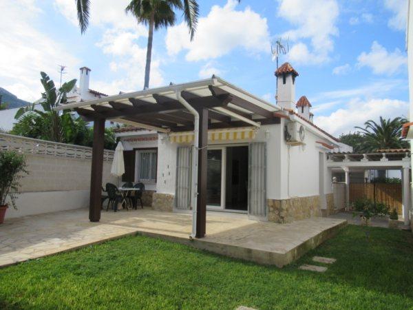 V16 Villa en venta en Denia con 2 dormitorios con piscina comunitaria - Foto