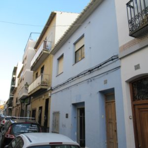 TH10 Townhouse to renovate for sale in Denia, Spain