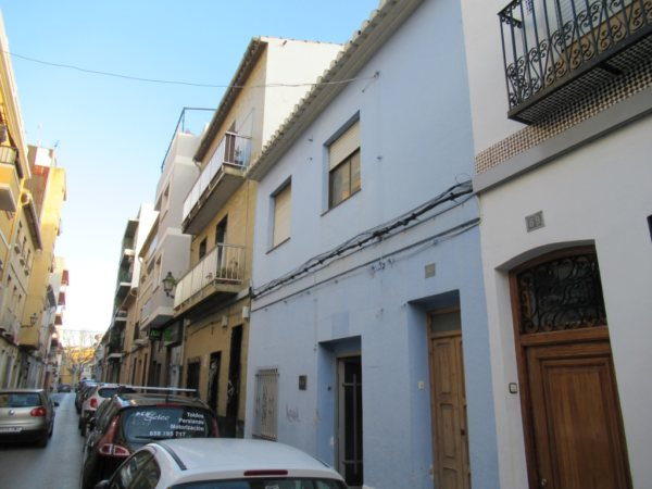 TH10 Townhouse to renovate for sale in Denia, Spain - Photo