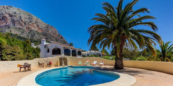 VP135 Villa for sale in Javea with large plot and pool - Photo