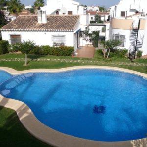 V02 Chalet en venta a poca distancia de Denia con piscina compartida, en España