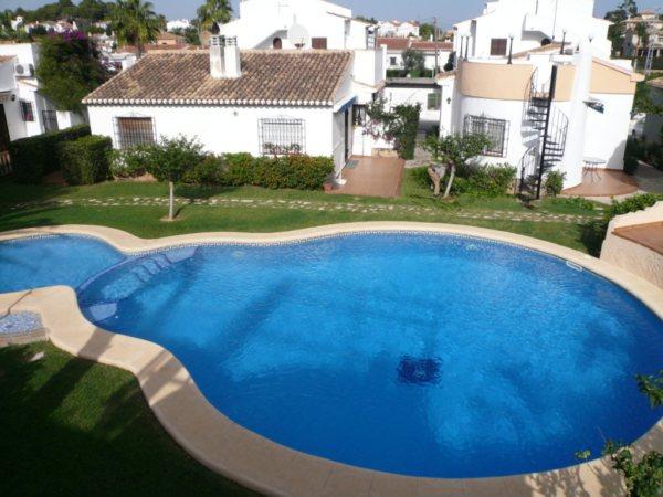 V02 Villa à vendre à pied à Denia avec piscine partagée, en Espagne - Photo