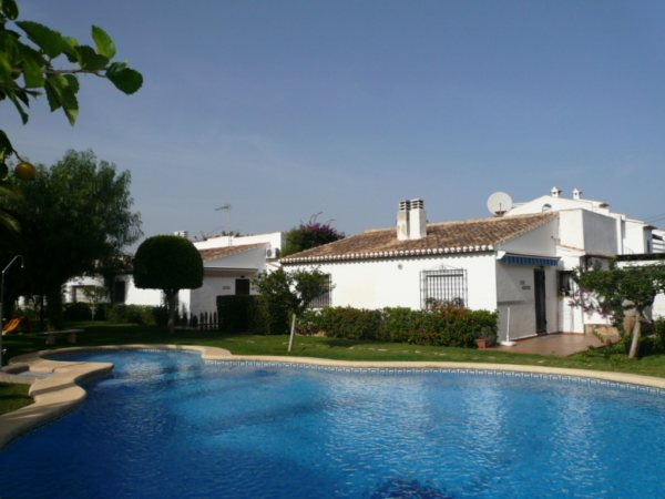 V02 Villa for sale walking distance into Denia with shared pool. - Photo