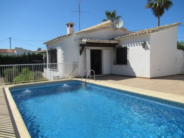 VP82 Villa for sale in Denia with mountain views and pool - Photo