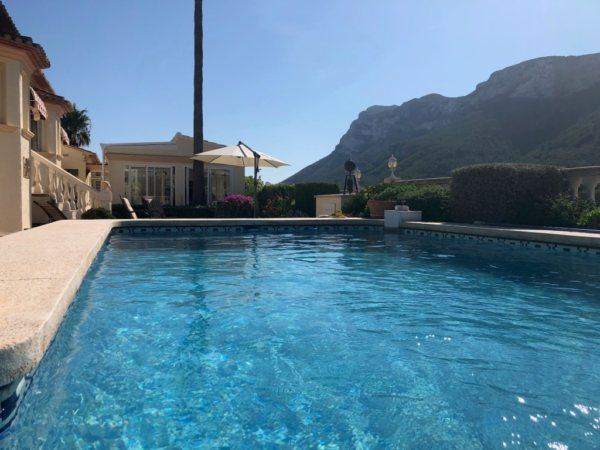 VP24 Villa zum Verkauf in Denia (Spanien) mit Pool, Blick aufs Meer und die Berge - Foto