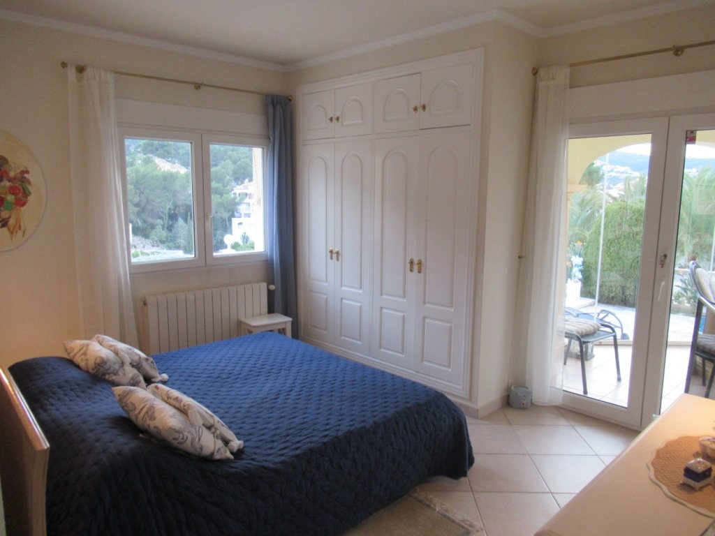 VP24 Villa for sale in Denia (Spain) with pool, sea and mountain views - Property Photo 14
