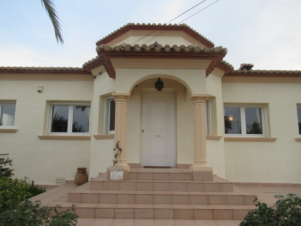 VP24 Villa for sale in Denia (Spain) with pool, sea and mountain views - Property Photo 4