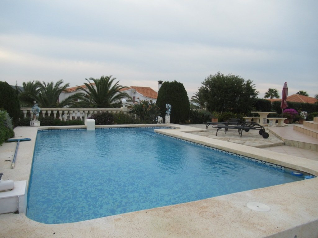 VP24 Villa for sale in Denia (Spain) with pool, sea and mountain views - Property Photo 24