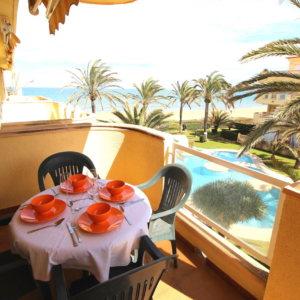 A30 Apartamento en venta en Denia en primera línea de playa con vistas al mar
