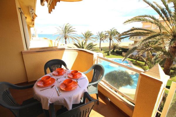 A30 Apartamento en venta en Denia en primera línea de playa con vistas al mar - Foto
