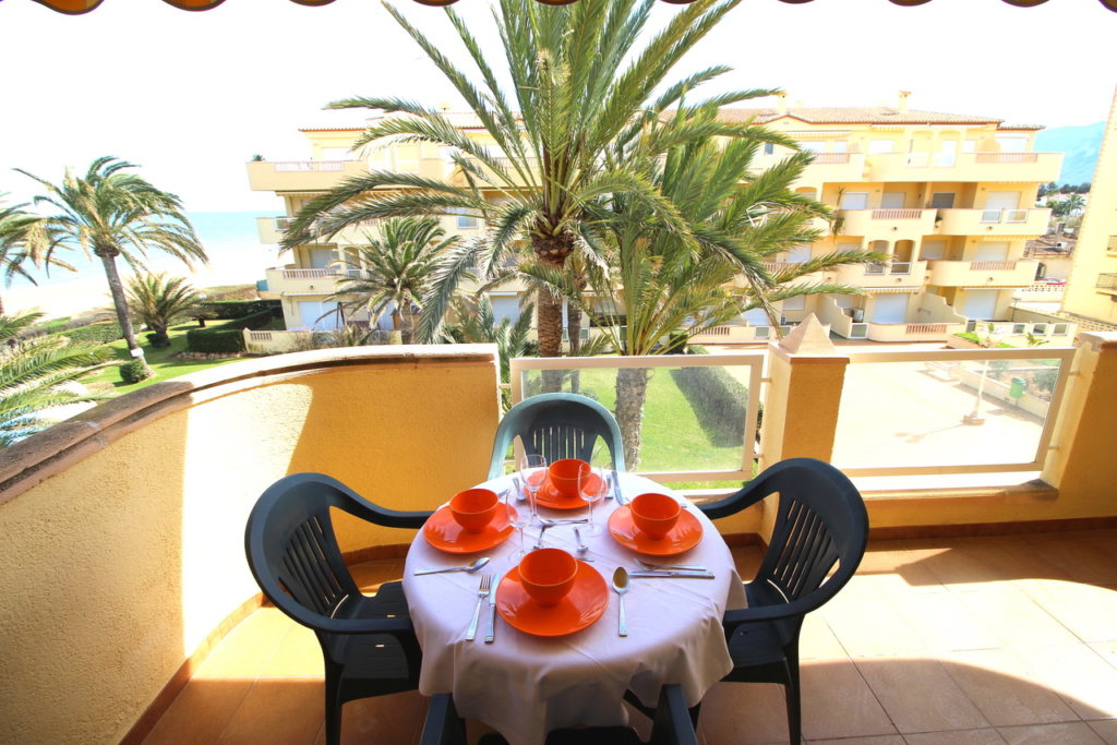 A30 Apartment for sale in Denia on first line beach with sea views - Property Photo 4